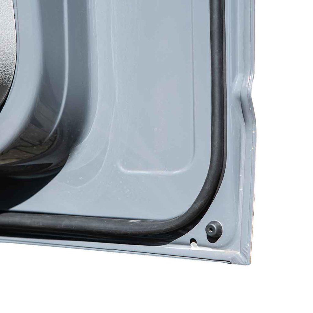 Bleibt sauber: Tür mit Staubschutzdichtung