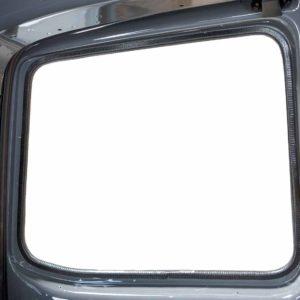 Fast wie ab Werk: Kederband am Fensterausschnitt