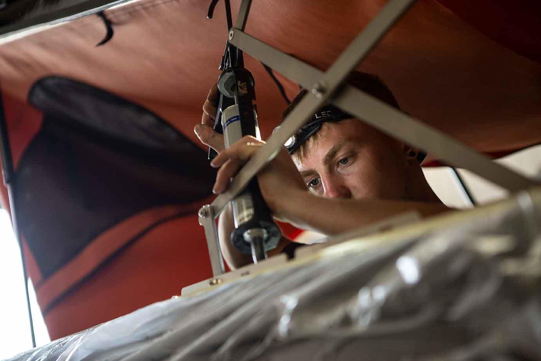 Ganz dicht: Sikaflex schützt gegen Feuchtigkeit bei geöffnetem Campingdach