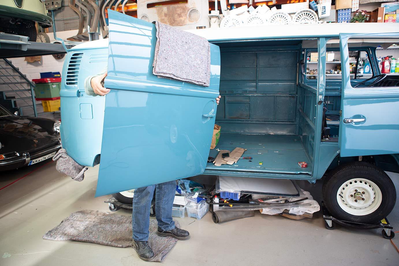 Spannweite und Traglast beachten, dann klappt das mit der Schiebür unseres Marktwagens!