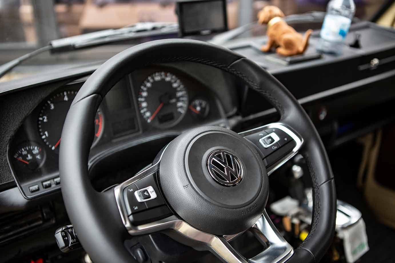 Da wackelt nur der Dackel: Lenkrad vom Golf 7 im T3 mit V8 Motor von Audi
