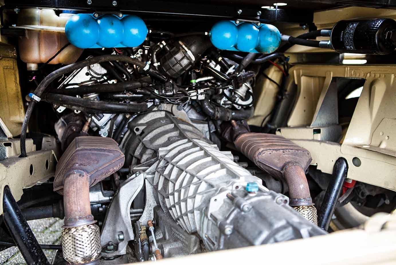 Maschinenraum der T3 Doka mit Automatikgetriebe und Motor vom Audi A8