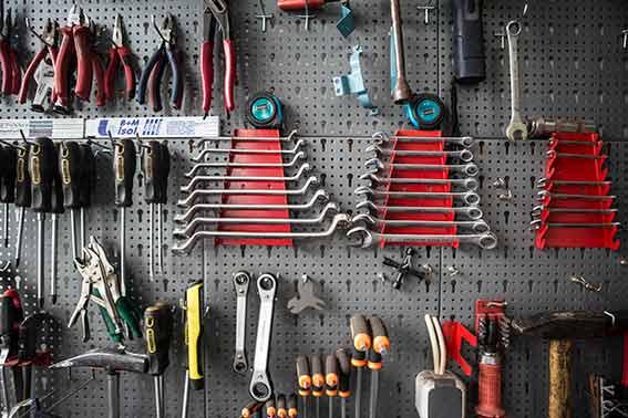 Gut sortiertes Werkzeug, saubere Werkstatt, unsere Montagetipps. Dann klappt das mit dem Bulli