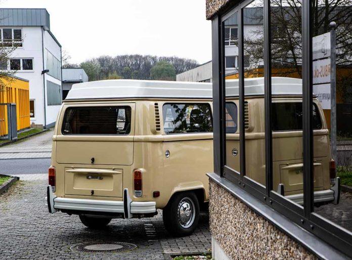 Der von uns liebevoll Neuwagen genannte Garagenfund T2 nimmt Abschied. Im Herbst 2019 haben wir ihn nach München verkauft.