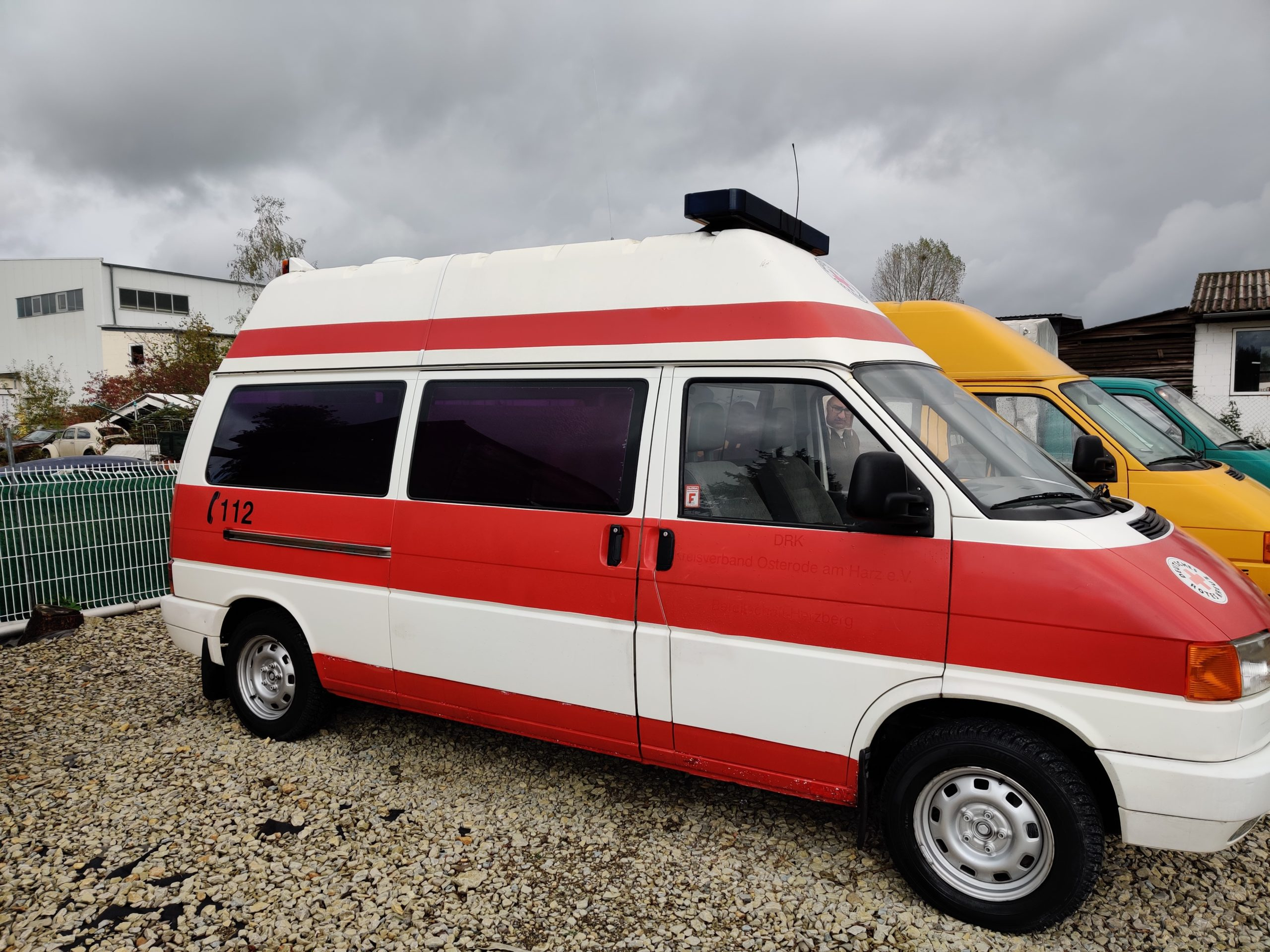 Die ideale Basis für die Mega-Tour: Der T4 Ex-Krankenwagen beim Händler