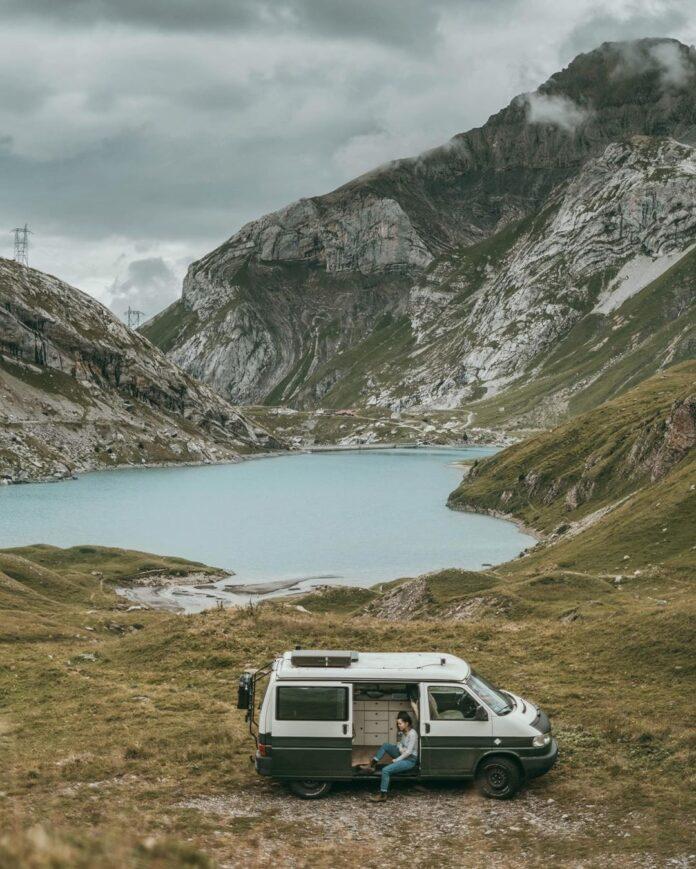 Das ist der VW Bus T4 Camper. Ausgebaut von Frank und Selina. Sein Name: Rudi Foto: PinePins
