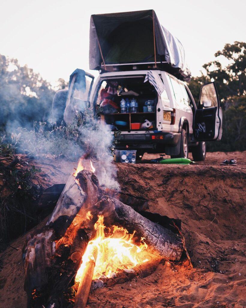 Camping im selbstgebauten Dachzelt in Australien. So fing alles an... Foto:PinePins