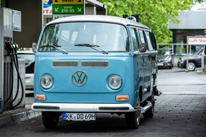 Tankt Super und sieht auch super aus: T2a L-Bus von 1969