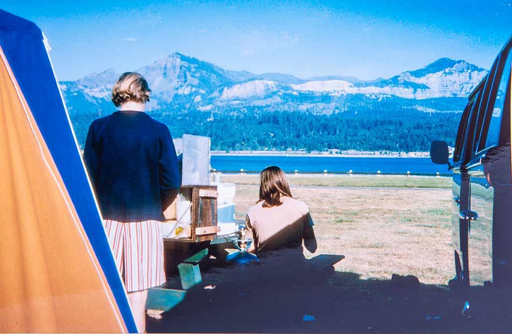 1972 auf Campingtour nach Kanada. Der VW Bus rechts angeschnitten.