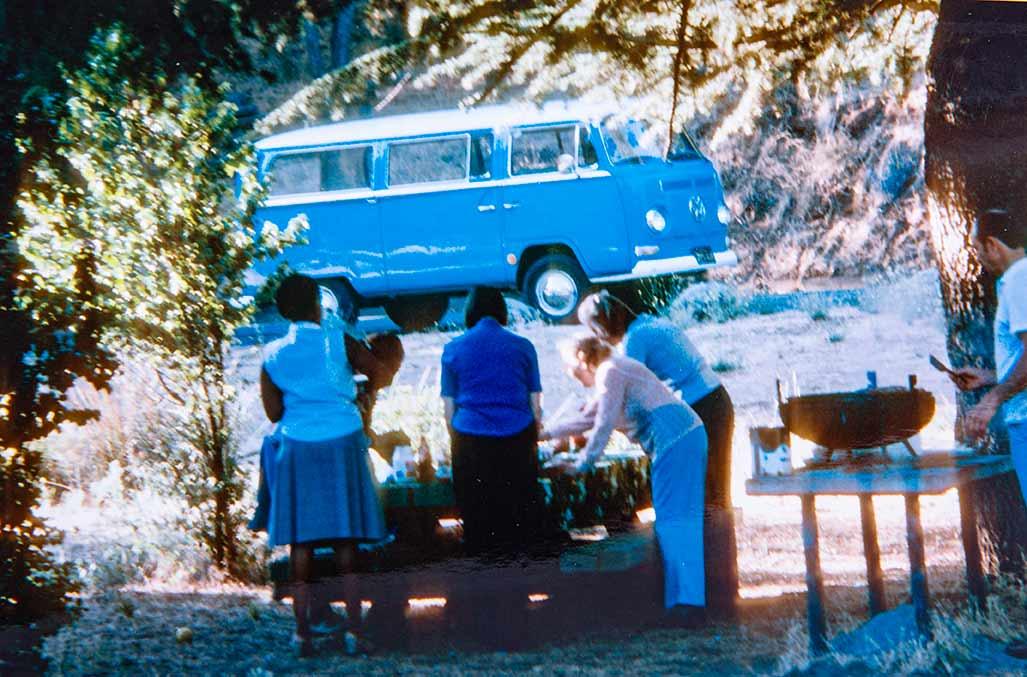 1980 wird ausgiebig gegrillt. Mit Bus im Foothill Park.