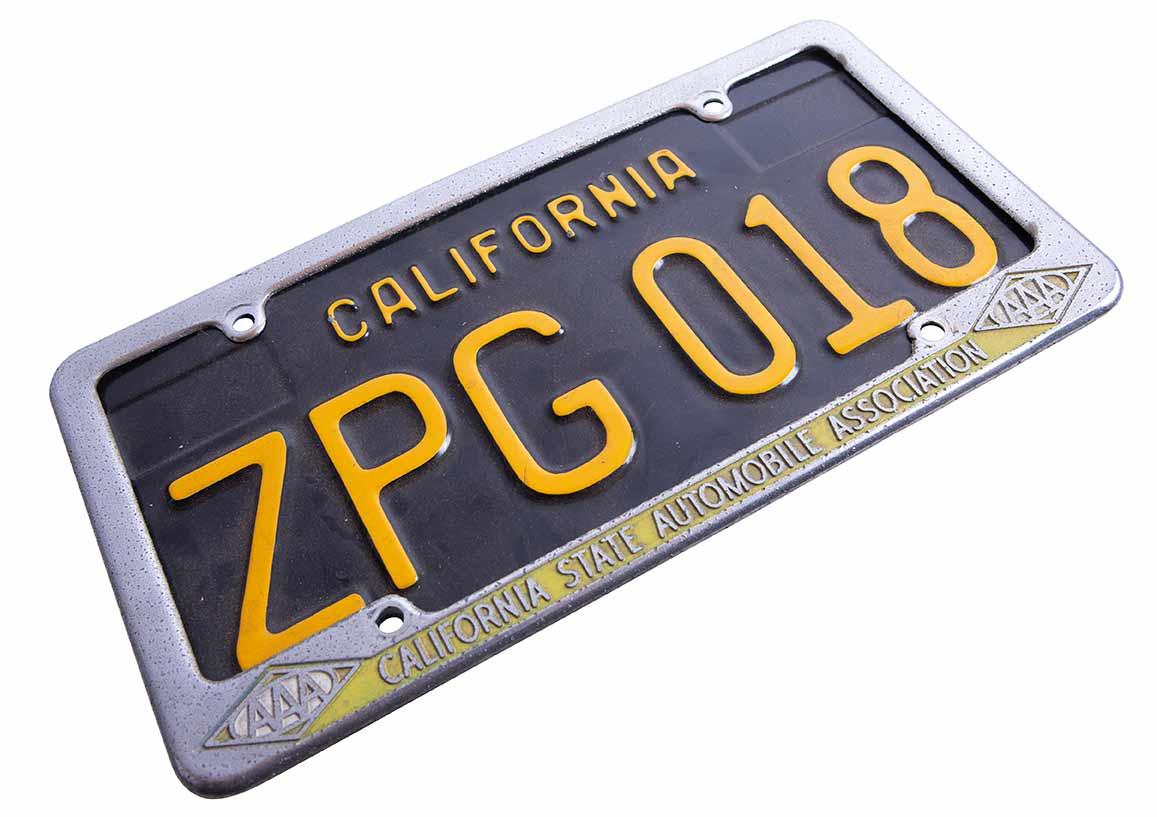 ...dafür bekommt der Doppelschiebetürer jetzt sein kalifornisches Stammkennzeichen.
