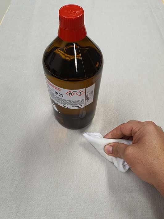 ...Rückseite unserer Verkleidung sorgfältig mit Isopropylalkohol reinigen
