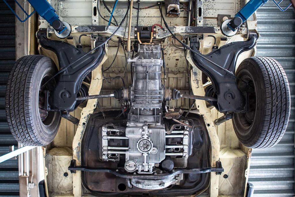 Typ4 Motor ohne Abgasanlage, Kat und Wärmetauscher. Schon hier erkennt man den exzellenten Zustand des Unterbodens.