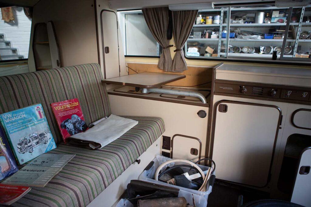 Camper mit wenig Abnutzung im Innenraum. Selbst die Polsterung des T3 sieht noch gut aus.