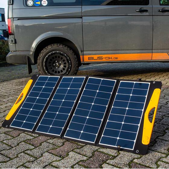 Ausklappen, in Richtung Sonne stellen und Strom ernten. Einfacher geht´s nicht.