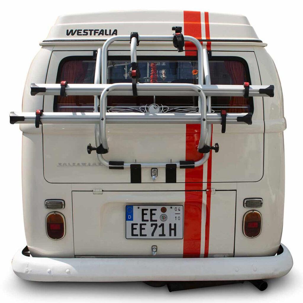 Fiamma Fahrradträger sind solide und hochwertig, hier auf einem VW Bus T2 zu sehen. Das Reisezubehör für Radwanderer!